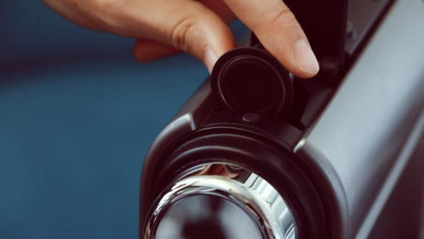 5. Kaffeekapsel in deine Nespresso Maschine geben
